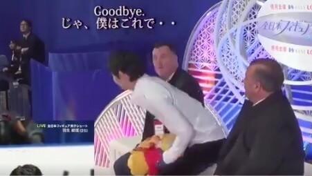 【映像あり】全日本SPの キスクラ で 羽生結弦 と オーサーコーチ、ブリアンコーチ 3者の会話が面白いと話題に!