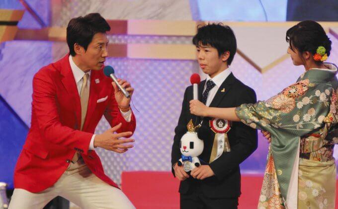 佐藤駿 が テレビ朝日スポーツ放送奨励賞 を受賞! MCの松岡修造さんから「長いおつきあいになりそう」…佐藤は壇上でニッコリ。…