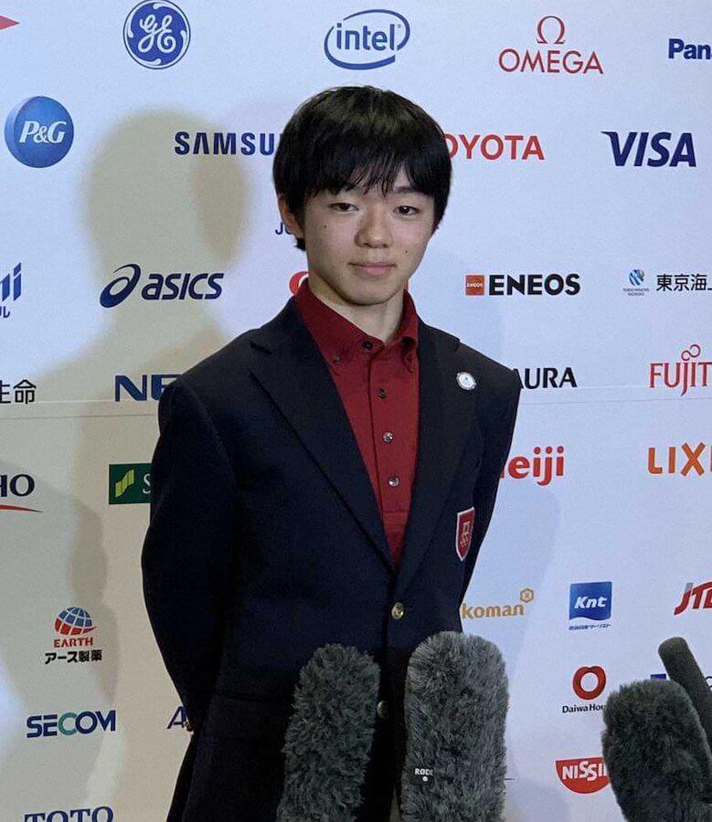 冬季ユース五輪結団式に旗手として臨んだ鍵山優真、昨年12月の全日本選手権で回転の抜けるミスがあったSPでの3回転半の成功がメダルへのポイントか!?