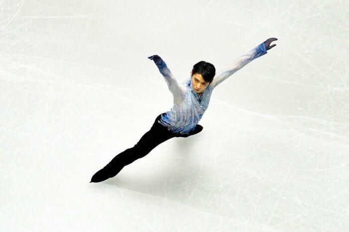 羽生結弦とファニュス、フィギュアスケートの世界における崇敬と執着! …彼は私が大好きなスポーツのスーパースター…芸術と運動の繊細なバランス、きらめき、そして薄い一組の刃だけで氷の上を滑ってジャンプするために必要なスキルは驚くべきものです。…