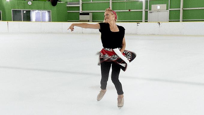 奇跡のレッスン フィギュアスケート 後編は 1/16 夜10時から放送! …シェイリーン・ボーンさんの指導の下、シャイで自己表現が苦手な小中学生たちが少しずつ変わり始める。そして、羽生結弦選手や高橋大輔選手を輝かせた世界屈指の振り付けの腕を披露し…