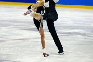 フィギュアスケートの衣装っていくらくらいするの?  …既製品なら女性用のワンピースタイプは1万円台から、男性用の衣装(トップスとパンツ)は2万円台からというのが平均価格…