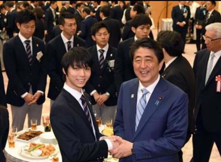 羽生結弦、安倍首相とのツーショット写真が再び話題に!  …「総理お戯れを!」 …