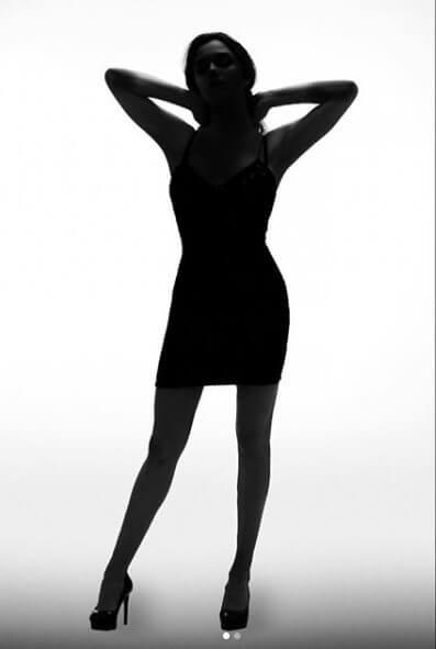 """メドベージェワ、自身が公開したタイトドレス姿の""""お色気ショット""""にファン反響!  …「美しき女スパイだ!」…"""