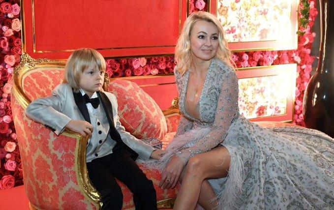 プルシェンコの8歳年上の妻、息子アレクサンドル君の年収を明かす!