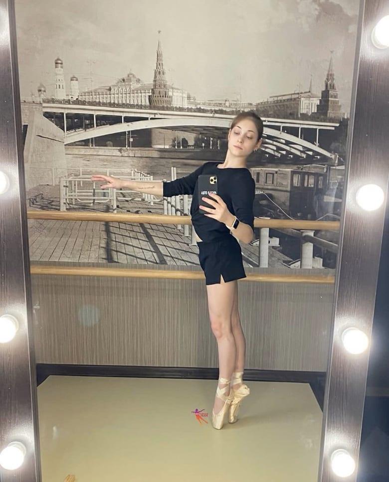 アリョーナ・コストルナヤ、ファンよりバレエのレッスンバーなど道具一式がプレゼント!  …自粛期間中にお家トレーニングが充実するようにと…