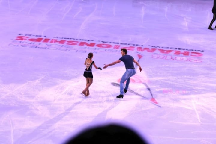 ホタレックさんは他のスケーターに対しても面倒見もいい!  …「ジャンプ大会でミスって列に入るのが遅れてたトゥルソワを迎えに」「羽生が近づいていくのもわかる」…