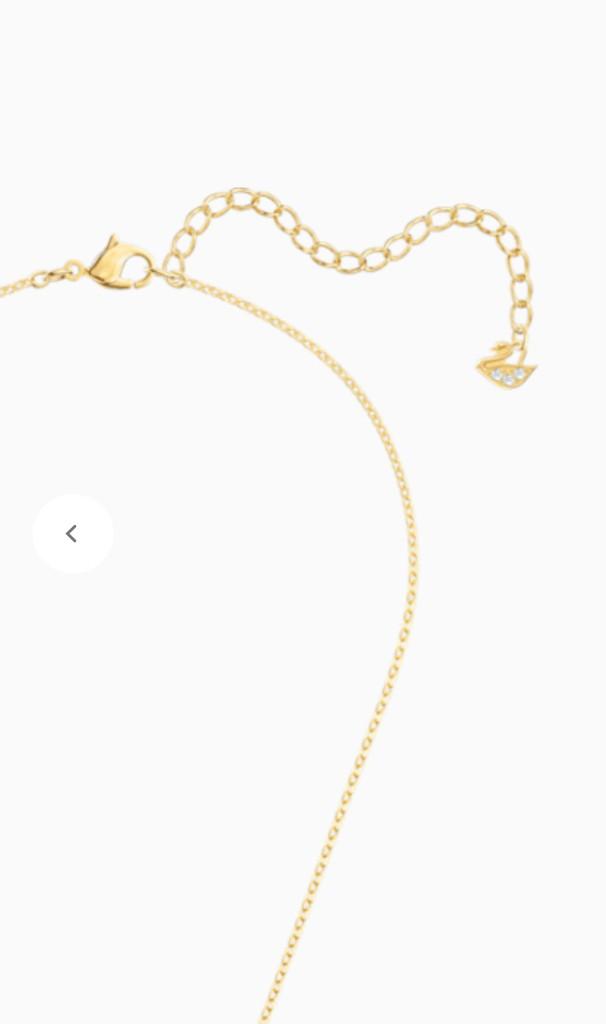 このミニスワン可愛くて愛らしい!  …「スワロフスキーの羽根ネックレスのチェーン先に小さいスワンついてる」「ブランドのロゴがさりげなく小さくついてる」…