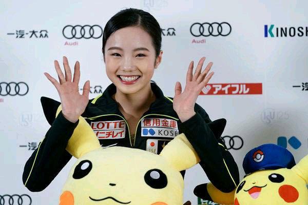 本田真凜、美腹筋&ドアップ笑顔にドキリ..!  …飾らない姿が「かわいすぎる」…