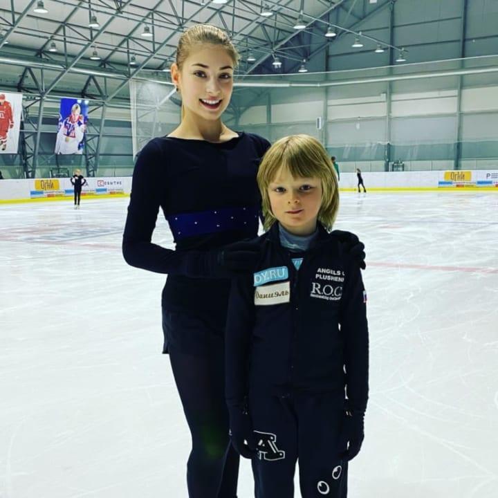 コストルナヤ、新コーチ愛息との2ショットを投稿!