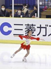 新潟でフィギュアスケート競技会、氷上の舞 華やかに!  …男子初級クラスに出場した…男子児童(10)は、羽生結弦選手に憧れ、4年前から練習に打ち込んでいるという。…