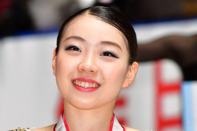 紀平梨花、氷上でのアクロバティックショットに驚きの声!  …「どんだけ運動神経いいんだよ」…