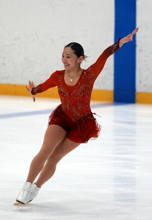 4回転の先輩安藤美姫さん紀平へ「跳べるからこそ」