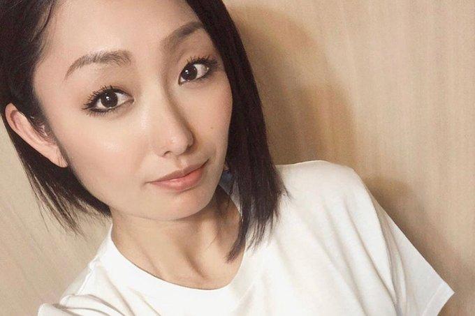 安藤美姫、キックボクシング姿にファン驚嘆「手が真っ赤!」「ポーズ決まってる」
