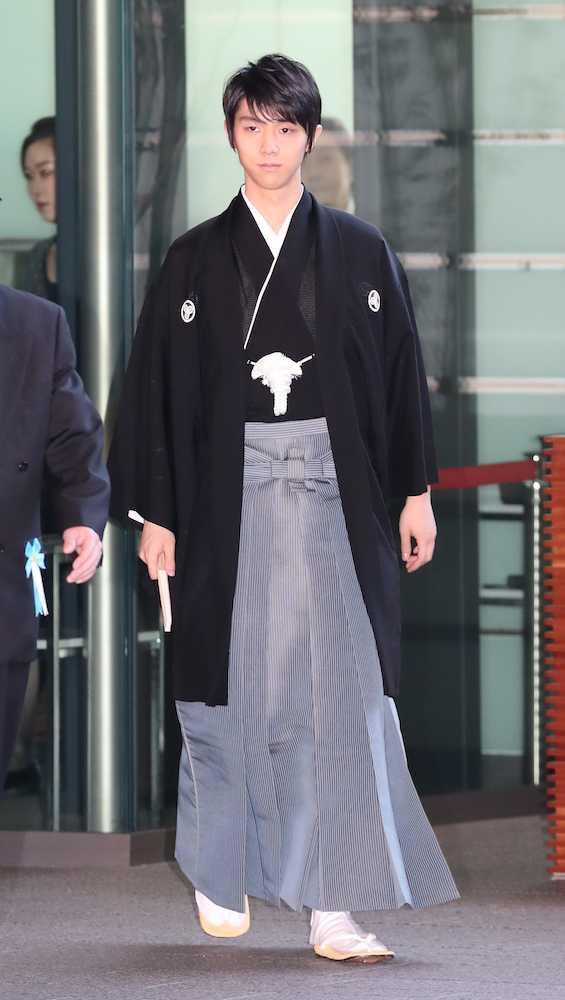 袴羽生のビジュアル好き!  …「上洛したときの謙信公のようだ」「世界の宝が歩いてきた」…