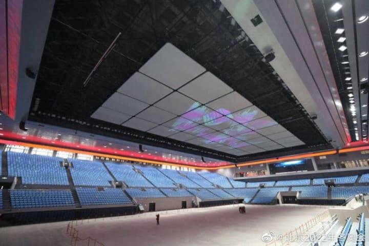 首都体育館!  …「コロナがなければここでGPFが開催されてたのかな?」「天井がモニターって首疲れそう?」…