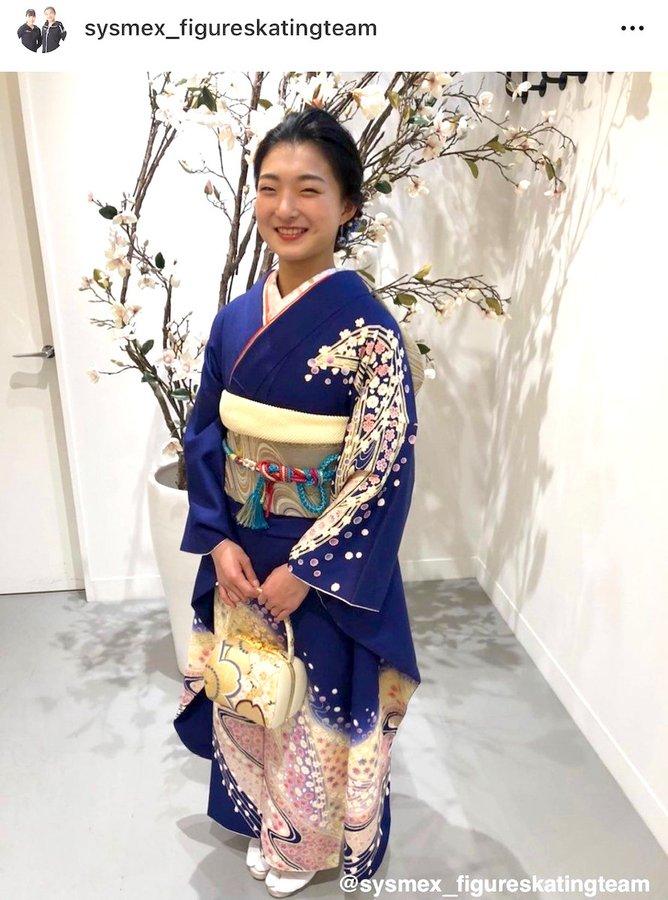 坂本花織「新成人、頑張ります!」 好きな色「青」の振り袖姿を披露