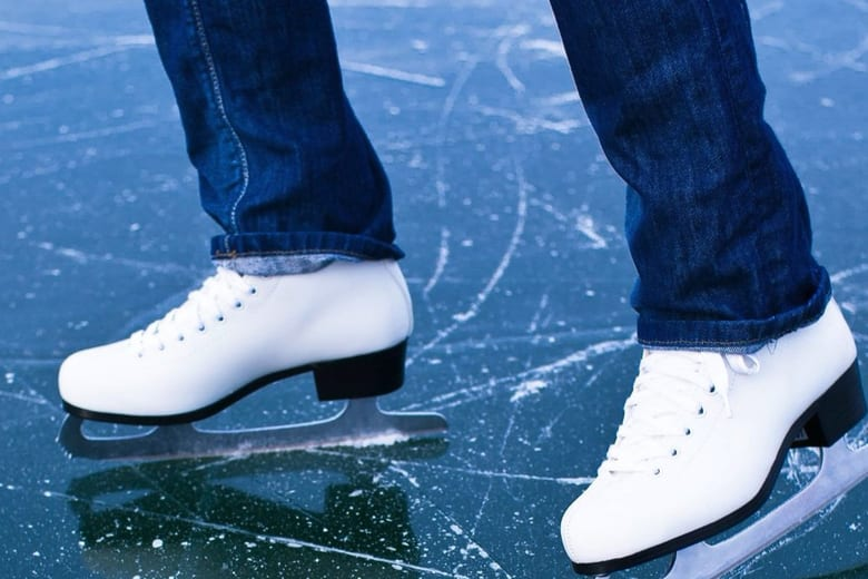 氷の上を滑れる理由が150年ぶりに解明される!