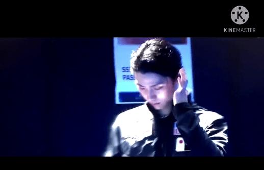 【映像有】カッコ良すぎる... ふと見たくなってブルーレイ探した!  …薄暗い照明、iPad画面の液晶の光り、最高の演出…
