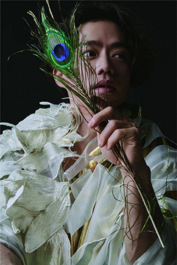 高橋大輔主演、宝塚歌劇団・原田諒が構成・脚本・演出を手掛ける『LUXE』公演が決定!