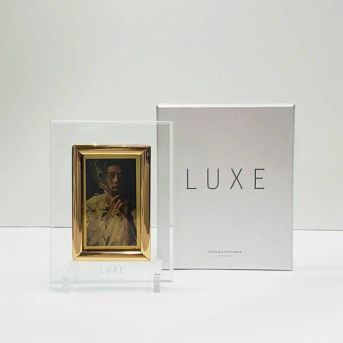 高橋大輔主演の「LUXE」、会場限定でシリアルナンバー入り純金プレート発売