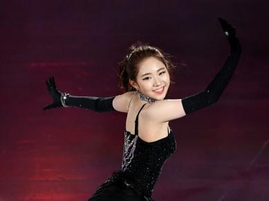 """韓国女子フィギュアのチェ・ダビン、真っ赤なオフショル姿で""""海辺の青春""""ショット"""