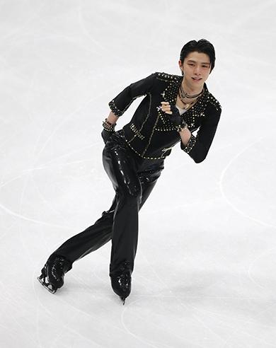 羽生結弦が「花は咲く」に込めた切なるメッセージ...感動を呼んだ日本代表の「チーム演技」
