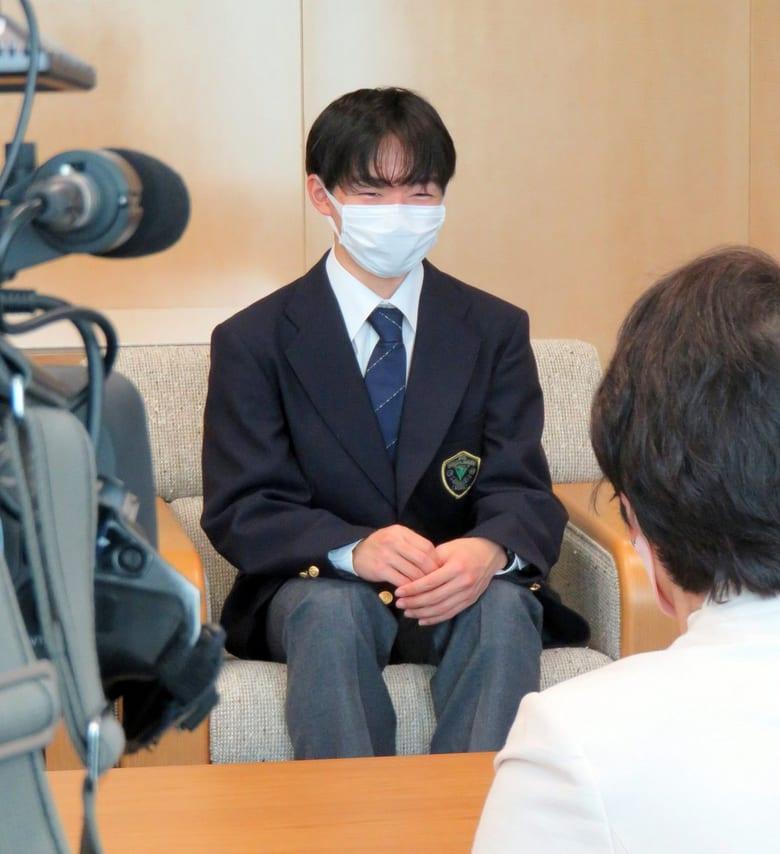 世界選手権 銀メダルの 鍵山優真 選手が、林文子横浜市長を表敬訪問!  …北京五輪に向けて練習を始めている4Lzは1日に1回は降りられるように…