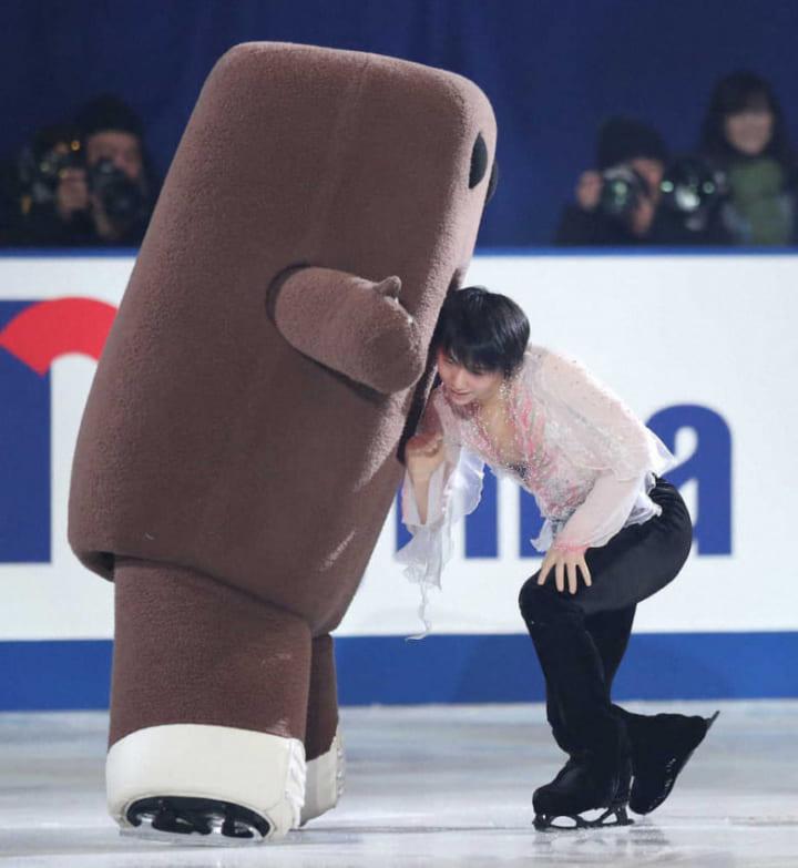 NHK杯の写真巡ってたら可愛くて癒された!  …「真駒内だっけ」「どーもくんの口に頭つっこんでたのも可愛かった」…