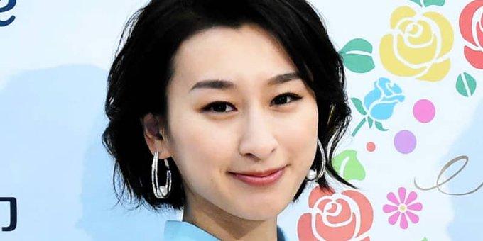浅田舞 セクシーにのけぞる肢体 色気満点イナバウワー