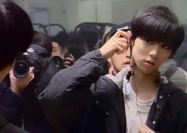 【画像】鏡に写った羽生さんもかっこいー「これがクリファになったら」「秒で刈り取られそう」