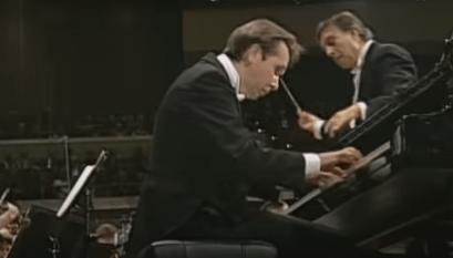 世界的ピアニストで指揮者のプレトニョフ。 日本のホテルに宿泊中羽生さんを見たと大喜び。