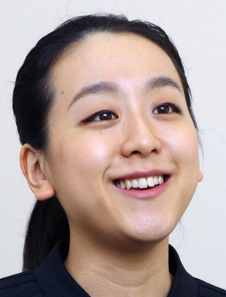赤いエプロン姿が似合う…浅田真央 さんが色鮮やかなイタリア料理「カポナータ」を披露