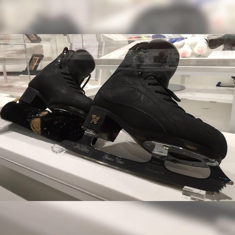 【画像】宇野昌磨選手が平昌五輪で使用したスケート靴が展示! 〜中京大学スポーツミュージアム〜
