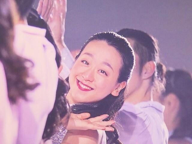 """貴重な""""Team Mao""""のオフショットが…浅田真央サンクスツアー展 リンクに見立てたステージに衣装も"""