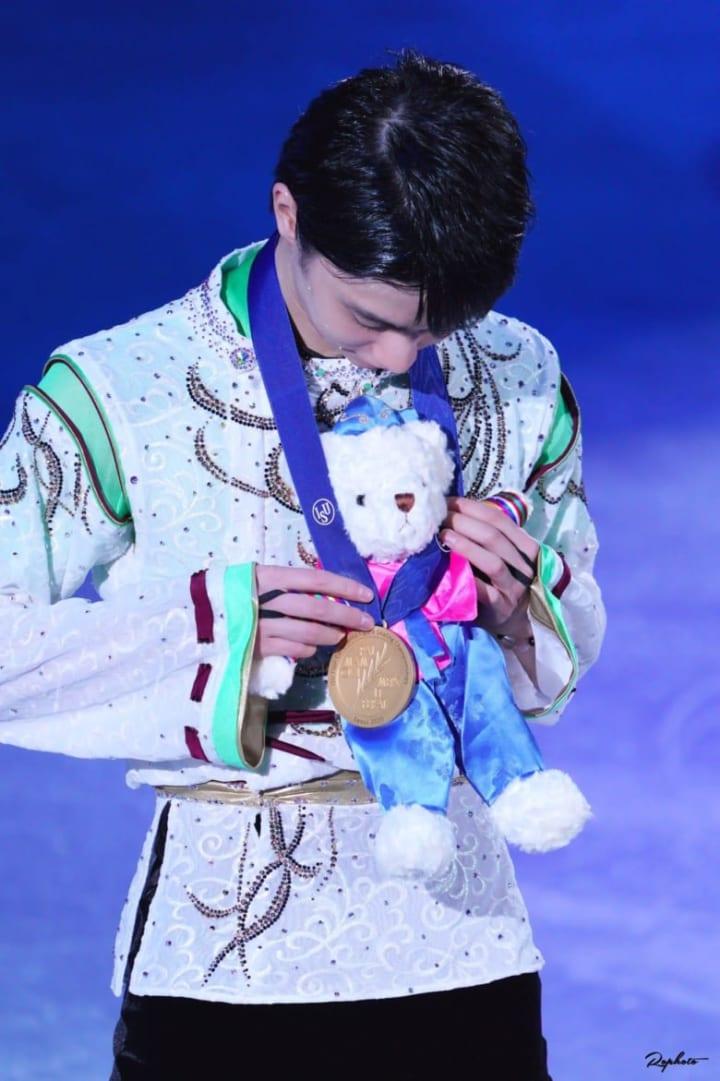 【投稿】白熊ちゃん「黄色いあいつとは違うの」「金メダルかけてあげる羽生尊い」