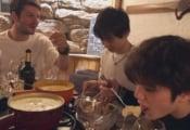宇野昌磨がチーズフォンデュを食べている写真を宇野樹が公開!