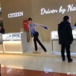 CITIZEN の Otonal が綺麗と話題に! …羽生結弦 が店先で滑ってる…