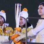 日本経済新聞 が「最終走者は誰に?」と題する記事を掲載!  …金メダリストの中ではシドニー女子マラソンの高橋尚子さんや、男子フィギュアスケートで2連覇した羽生結弦さんらの名前が…