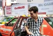 ハビエル・フェルナンデス、IGストーリーでアンケート!  …「タクシーと自分、チェック柄が似合ってるのはどっち?」 …