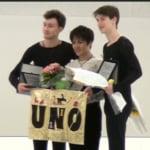 宇野昌磨が表彰式で「バナーを持たされている!」と話題にwww アリエフとラズキンも良い人w