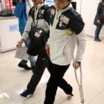 羽生結弦の怪我の診断は3週間の安静 ファイナルと全日本は「厳しいと思う」松葉杖で会見場に。