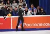 ロシアの背の高いイケメン関係者 何時も羽生の試合の時後ろにいるんだけど誰?→そんなことより羽生にしか目がいかないwww